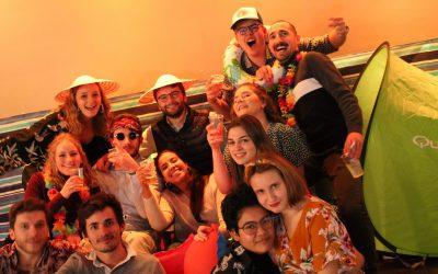Photo de groupe des étudiants lors de la soirée d'intégration
